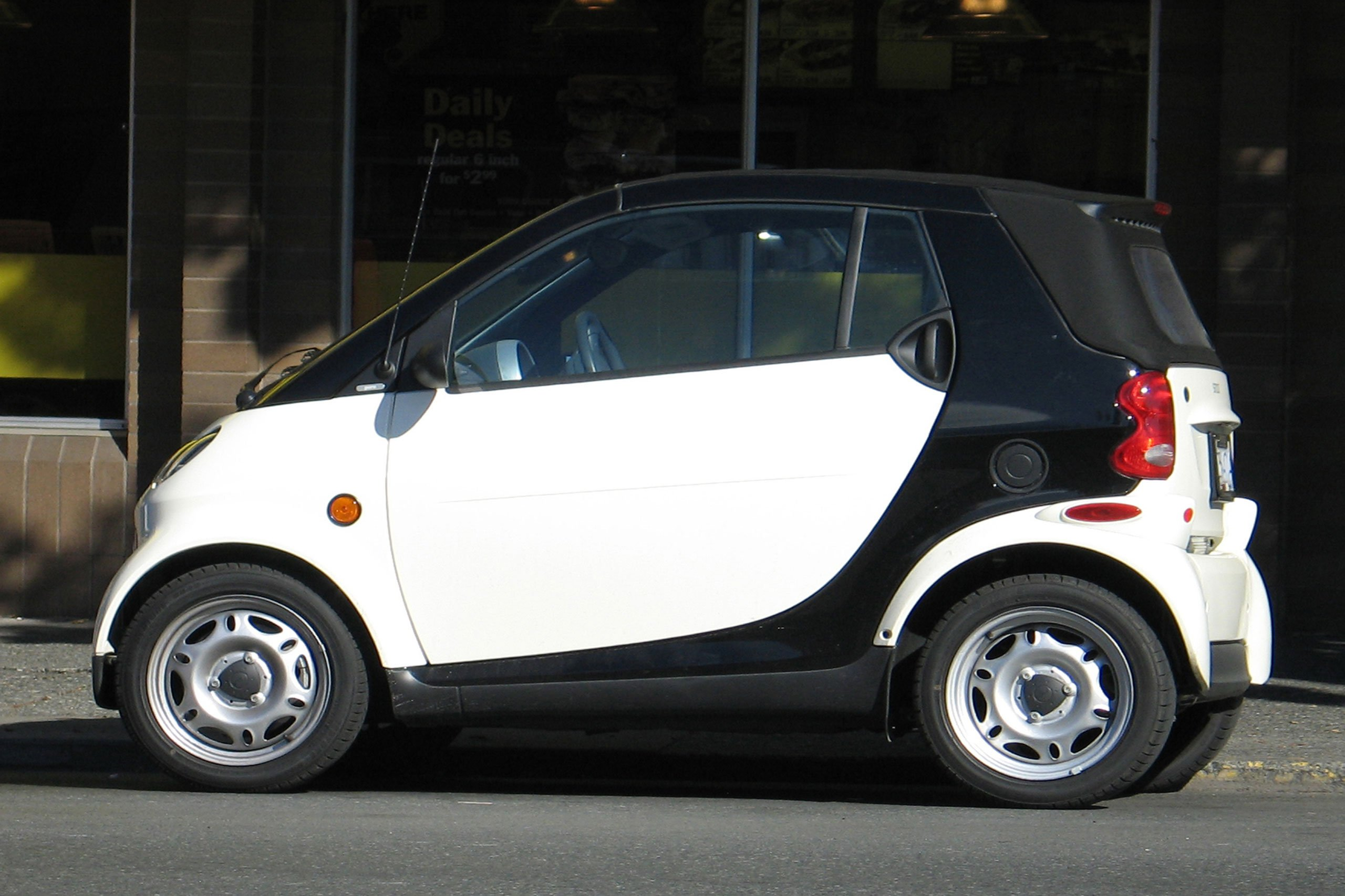 smart-car-1426512-2560x1707